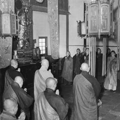 Monks at the Pilu Si (Pilu Monastery) 毘盧寺 begin chanting in the Buddha Recitation Hall.