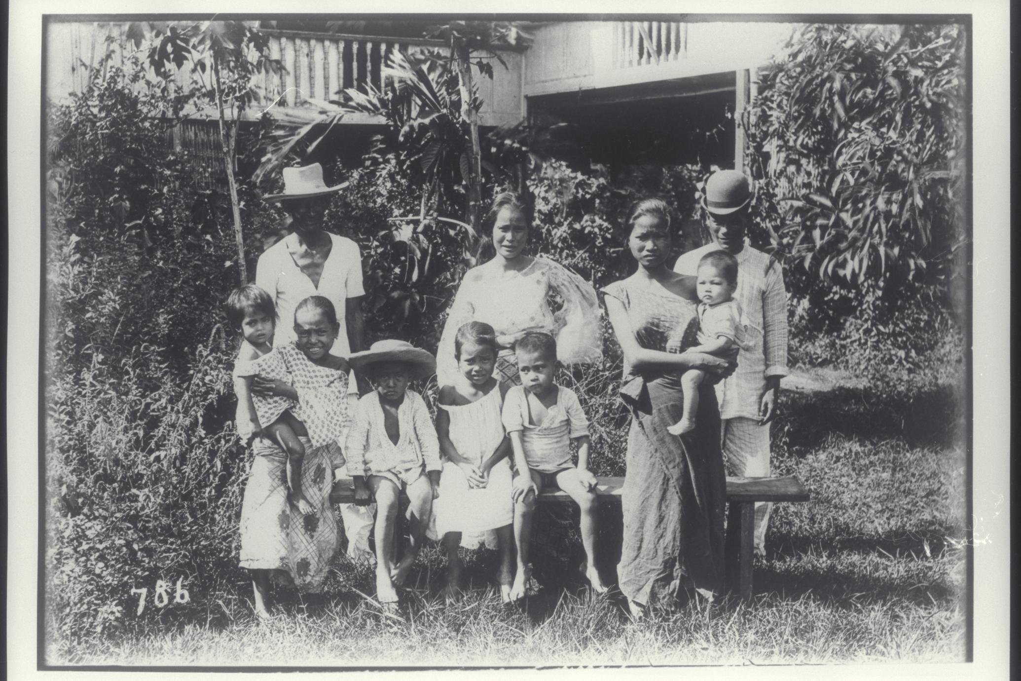 A Filipino family portrait, 1910-1930