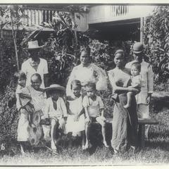 A Filipino family portrait, 1910-1930