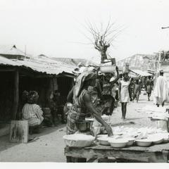 Women with pottery at Ipetu market