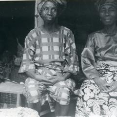 Two kola traders