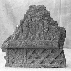 NG148, Cornice Fragment