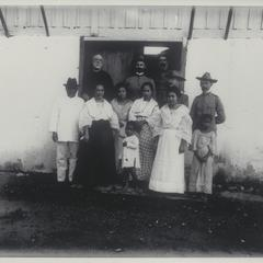 Filipino family and American officers, Sorsogon, 1901