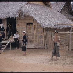 Kammu (Khmu') girls in Nam Bak