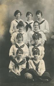 Women's basketball team, 1918