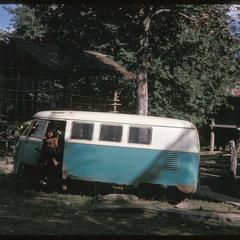 Ban Pha Khao : children playing in old VW bus