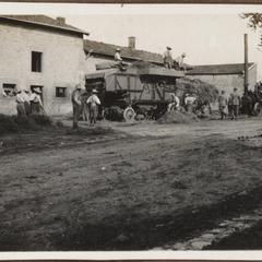 Gefangene Franzosen beim dreschen Steney