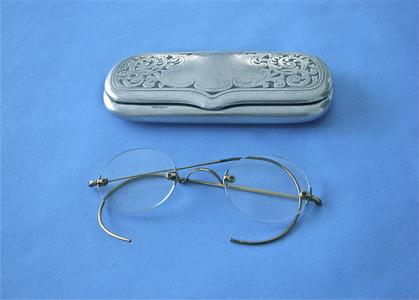 Frameless wire spectacles