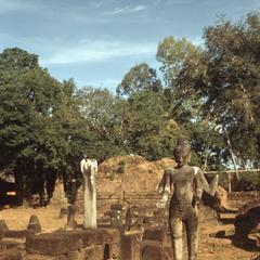 Bakong : statue