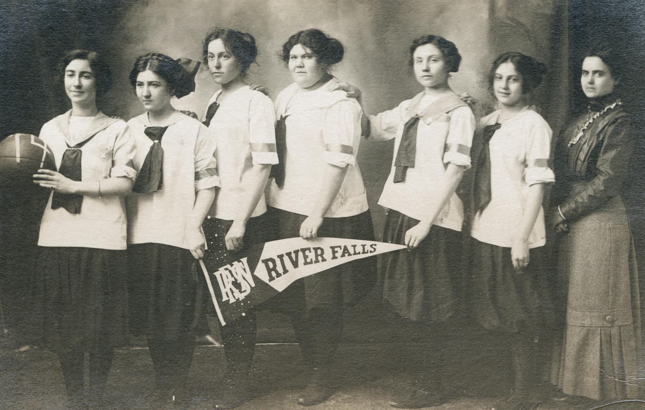 Women's basketball team, 1912