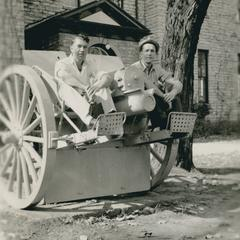 Students sitting on WWI canon on front lawn of Wisconsin Mining School