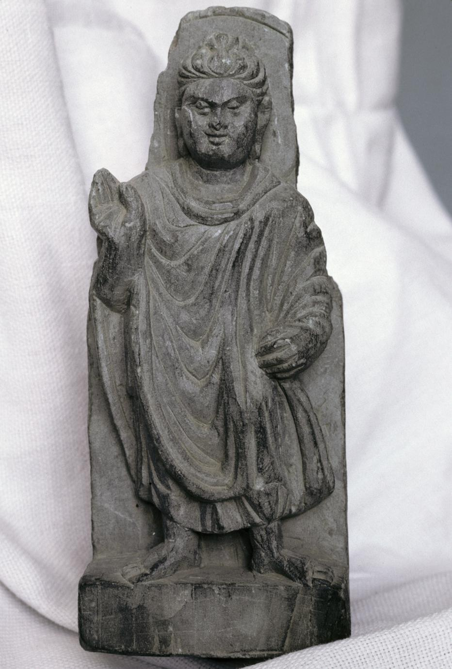NG327, Bracket with a Standing Buddha (1 of 5)