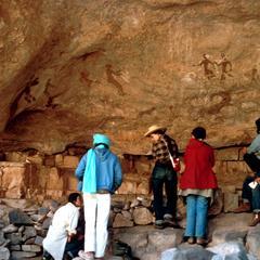 Petroglyph : Tourists at Petroglyphs