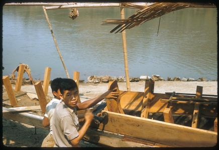 Building a pirogue [long-tailed boat]