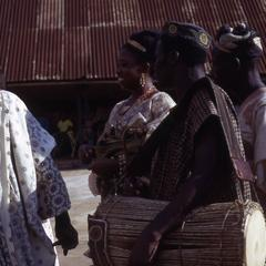 Owa's wife, Olori, surrounded by musicians