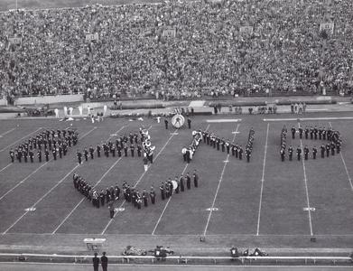 "Band spelling out ""Band W"""