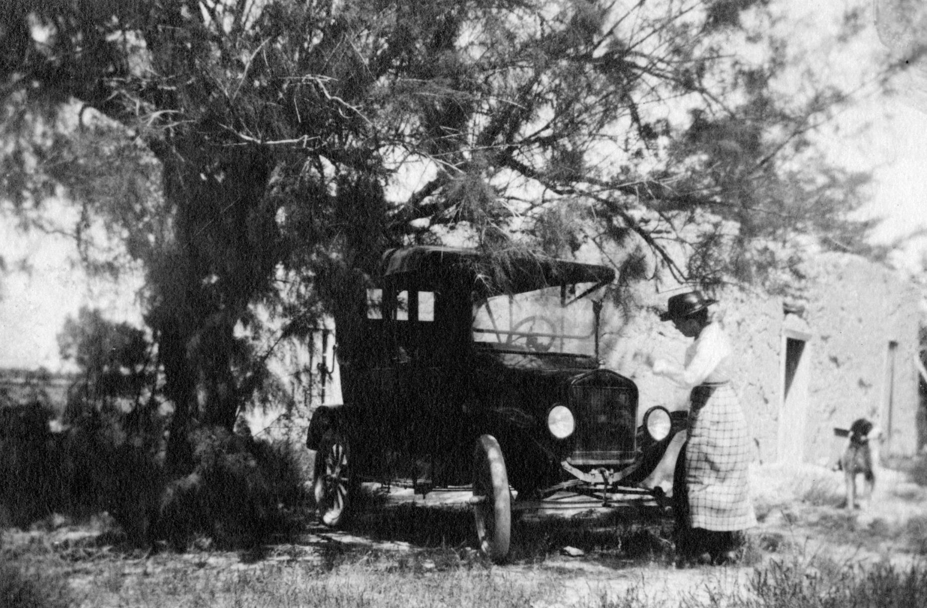 Gros-Oma with Aldo's Model T Ford