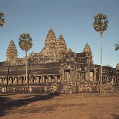 Angkor Wat : inner temple from lake area