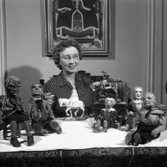 Della Wilson with dolls