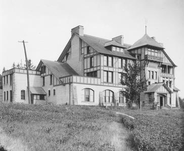 Hiram Smith Hall, ca. 1909.
