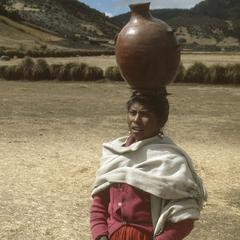 Woman with pot on head, top of Sierra de los Cuchumatanes