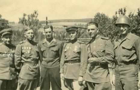 American and Russian officers meet