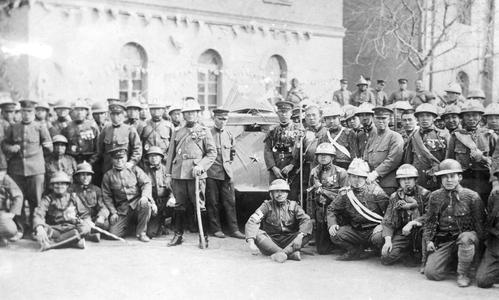 Group portrait of Japanese military personnel in Tianjin 天津.