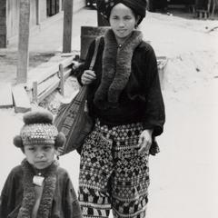 A Yao (Iu Mien) mother and daughter in the town of Nam Kheung in Houa Khong Province