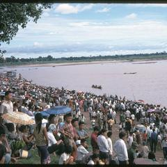 Boat races : crowd scene
