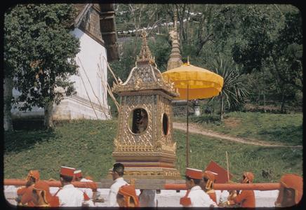 Returning Prabang to palace