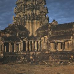 Angkor Wat : carved roofs and windows