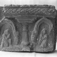 NG120, Figures under Arches