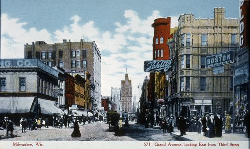 Milwaukee street scene postcard