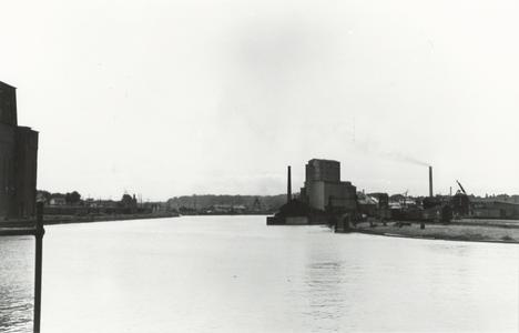 Manitowoc River view with elevators