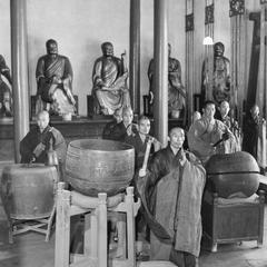 The liturgical orchestra stands ready to begin devotions in the  Daxiong Baodian (Great Shrine Hall) 大雄寶殿 at Pilu Si (Pilu Monastery) 毘盧寺.