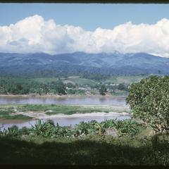 Huayxay : airport view of Mekong River