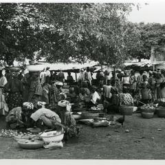 People at Otan-Ile market