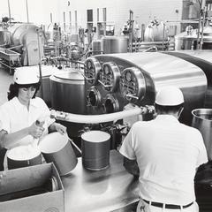 Filling ice cream drums