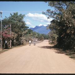 Xayabury : road into town