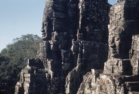 Bayon : faces on towers