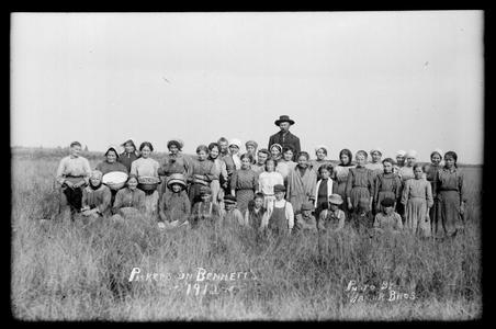 Pickers on Bennett's- 1912