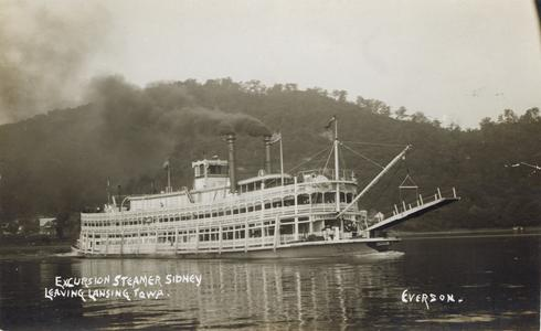 Excursion steamer Sidney leaving Lansing, Iowa