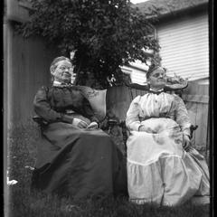 [Women on the lawn]