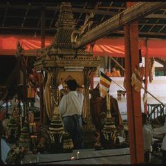 Statue of Prabang at Vat Mai