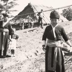 A White Hmong mother and daughter in Houa Khong Province