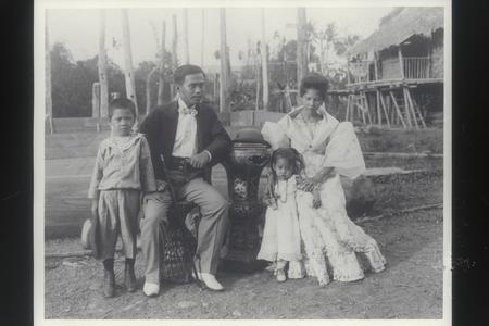 A Visayan family group, early 1900s