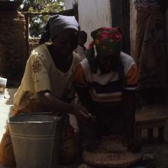 Women preparing inu in Zaria