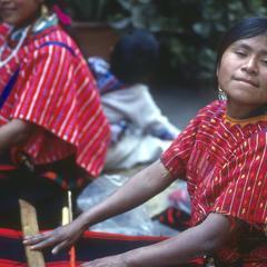 Women weaving, Mercado de los Artesanos