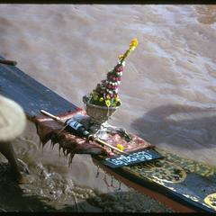 Boat races : flowers on bow of racing pirogues