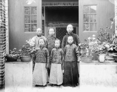 Children of Chief Magistrate at Yeungkong 陽江.